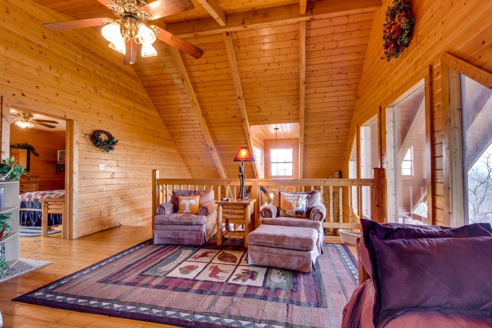 Fox Hollow Cabin - Sevierville Vacation Rental - Photo 13