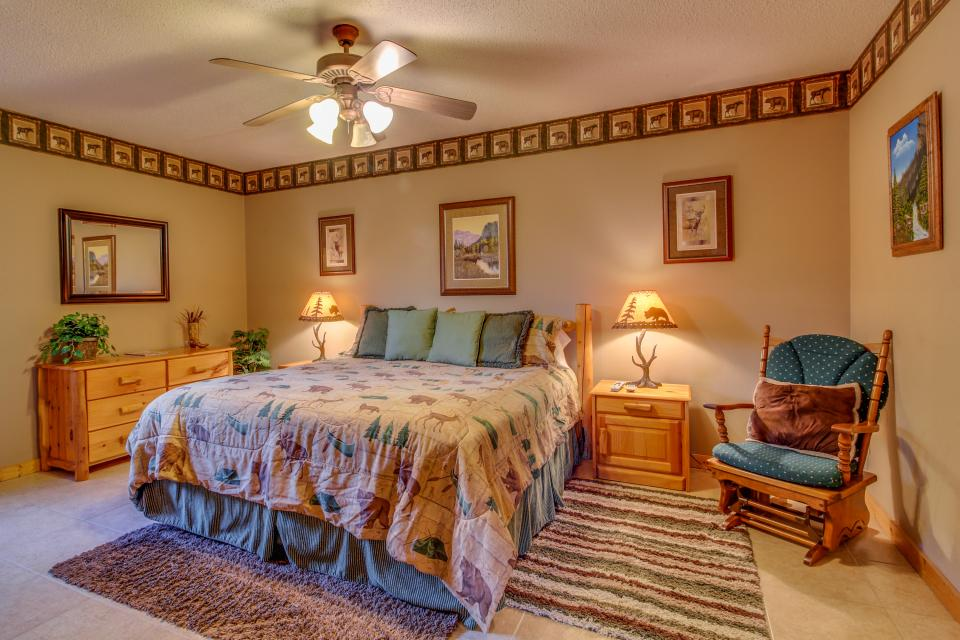Fox Hollow Cabin - Sevierville Vacation Rental - Photo 21