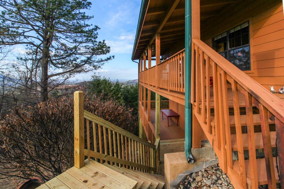 Fox Hollow Cabin - Sevierville Vacation Rental - Photo 28