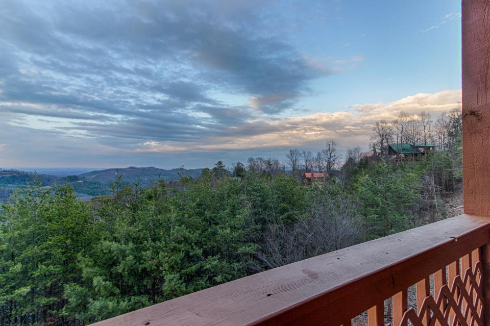 Fox Hollow Cabin - Sevierville Vacation Rental - Photo 29