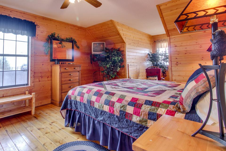 Fox Hollow Cabin - Sevierville Vacation Rental - Photo 36