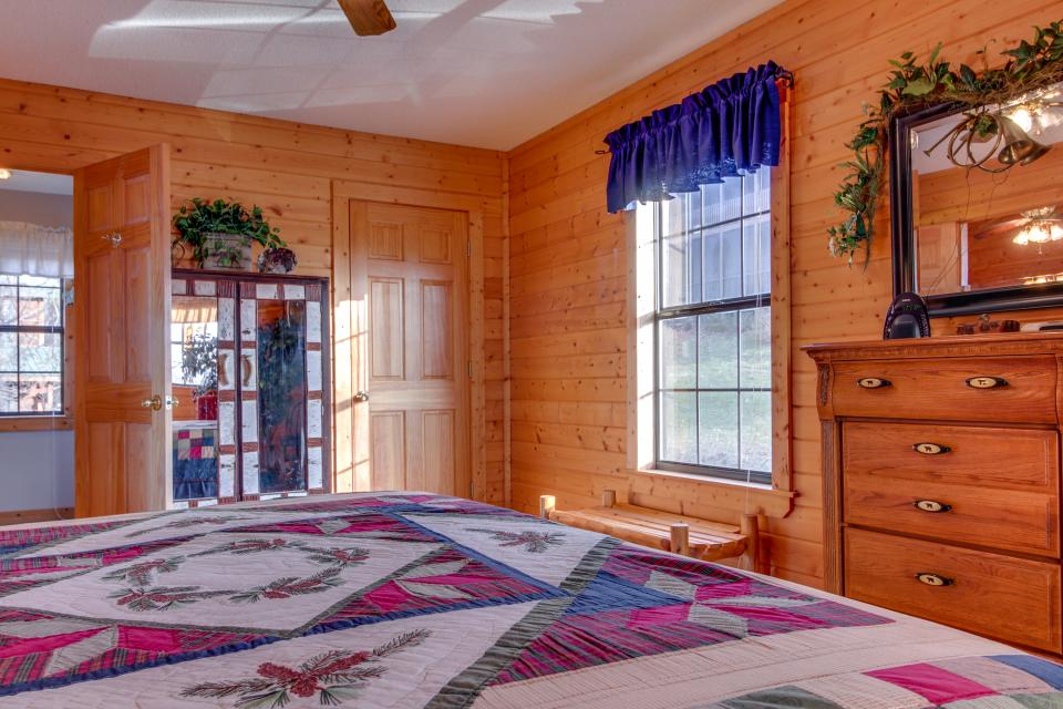 Fox Hollow Cabin - Sevierville Vacation Rental - Photo 37