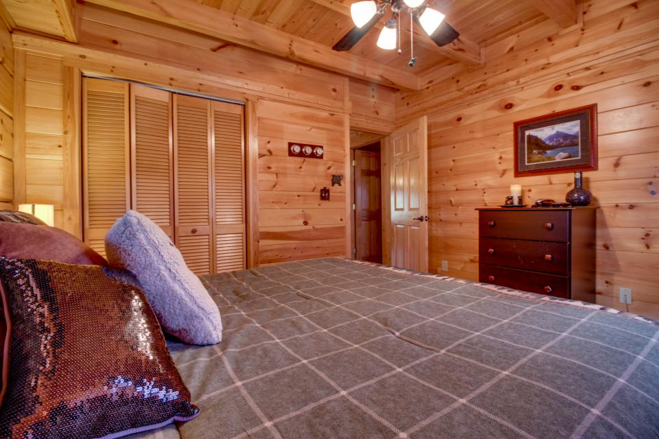 Big Daddy's Hideaway - Sevierville Vacation Rental - Photo 17