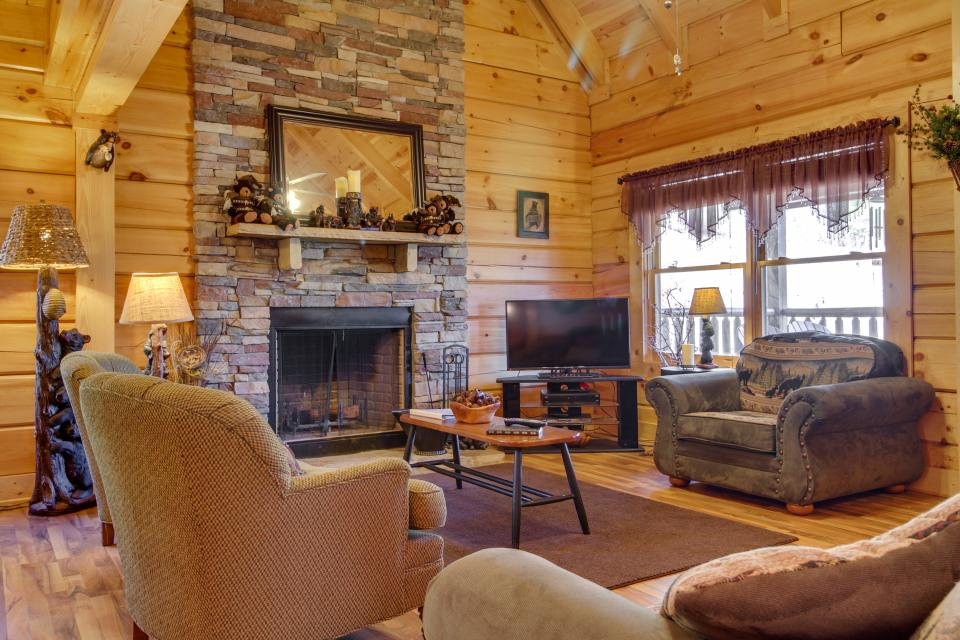 Big Daddy's Hideaway - Sevierville Vacation Rental - Photo 33