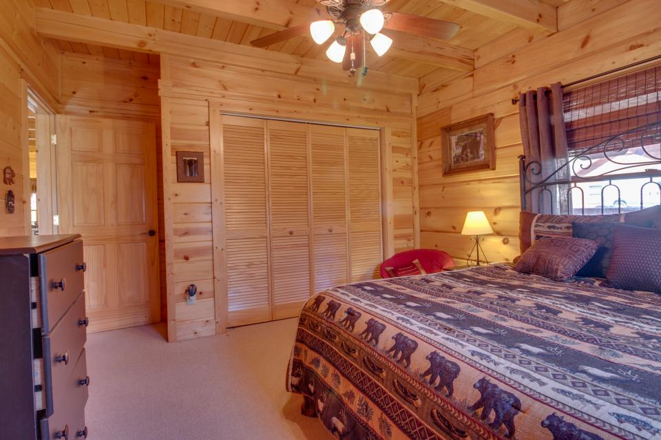 Big Daddy's Hideaway - Sevierville Vacation Rental - Photo 36