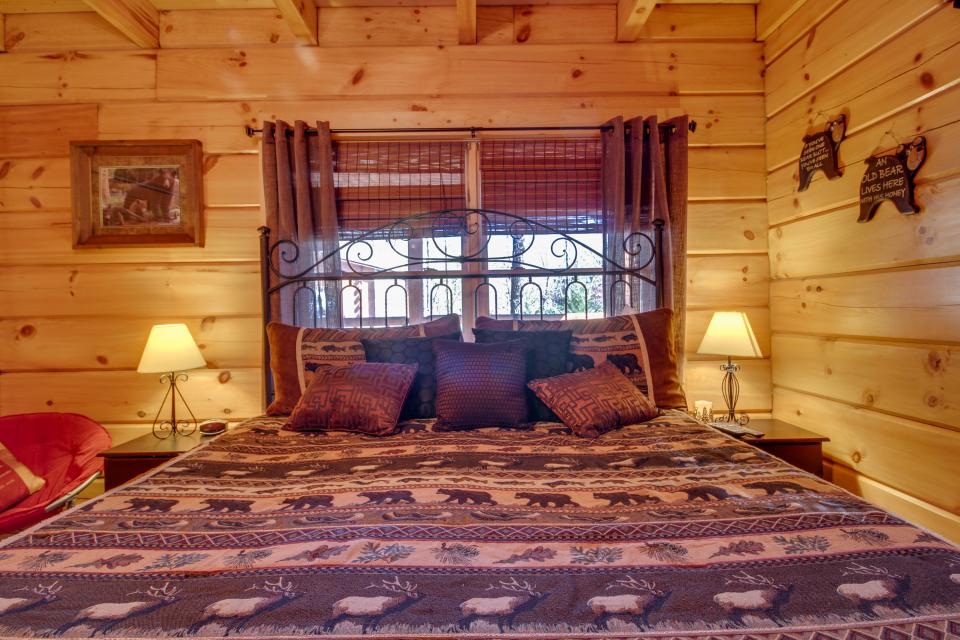 Big Daddy's Hideaway - Sevierville Vacation Rental - Photo 37