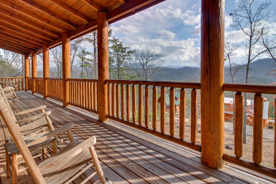 Bearadise View  - Sevierville Vacation Rental - Photo 3