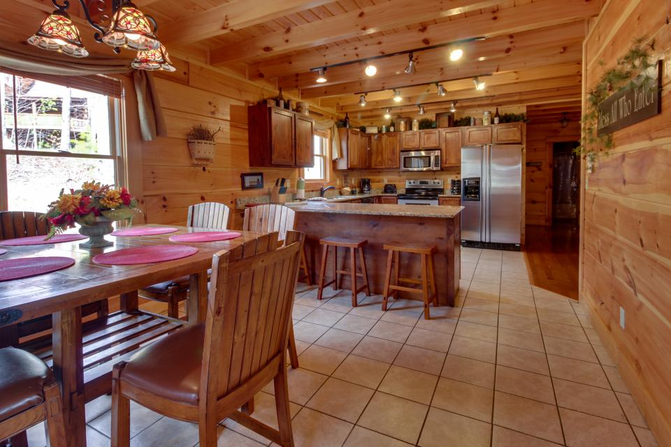 Bearadise View  - Sevierville Vacation Rental - Photo 6