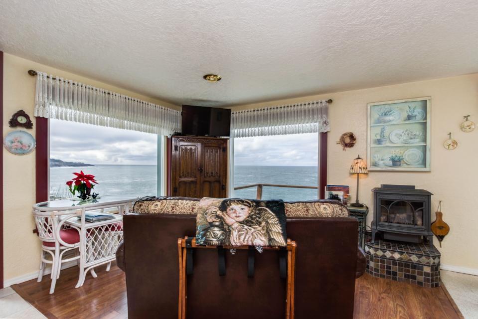 Ocean Garden Suite - Depoe Bay Vacation Rental - Photo 13
