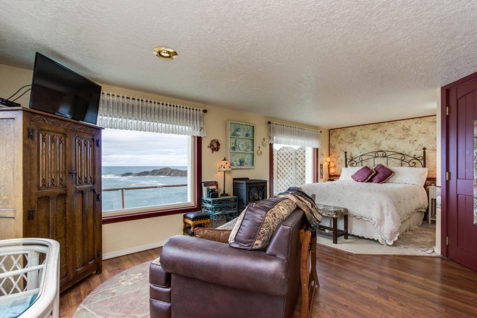 Ocean Garden Suite - Depoe Bay Vacation Rental - Photo 7