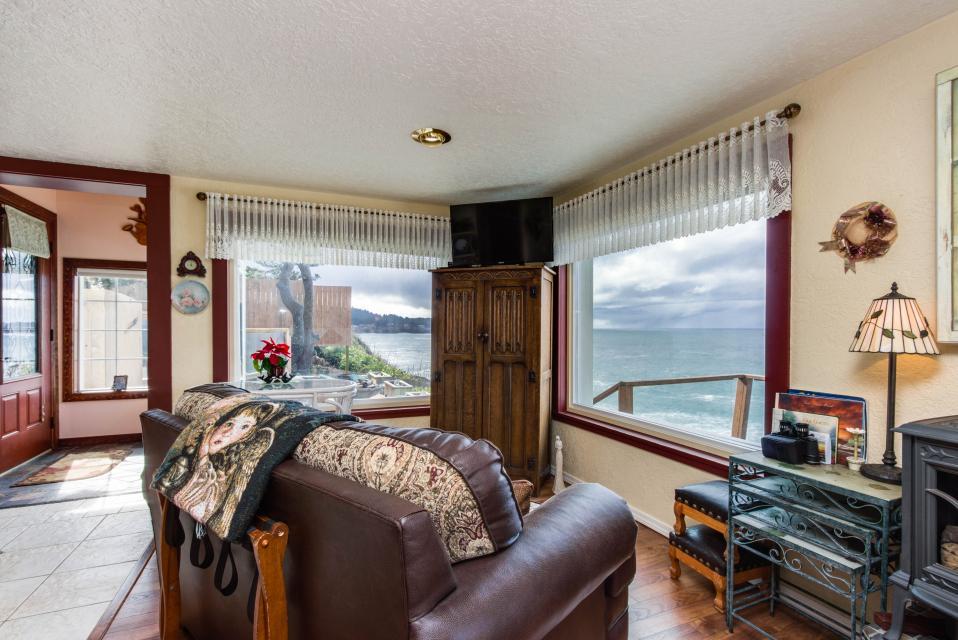 Ocean Garden Suite - Depoe Bay Vacation Rental - Photo 11