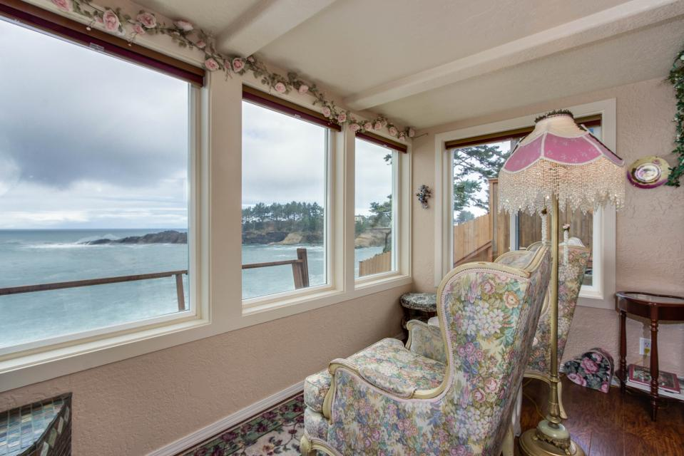 Sea Rose Suite - Depoe Bay Vacation Rental - Photo 8