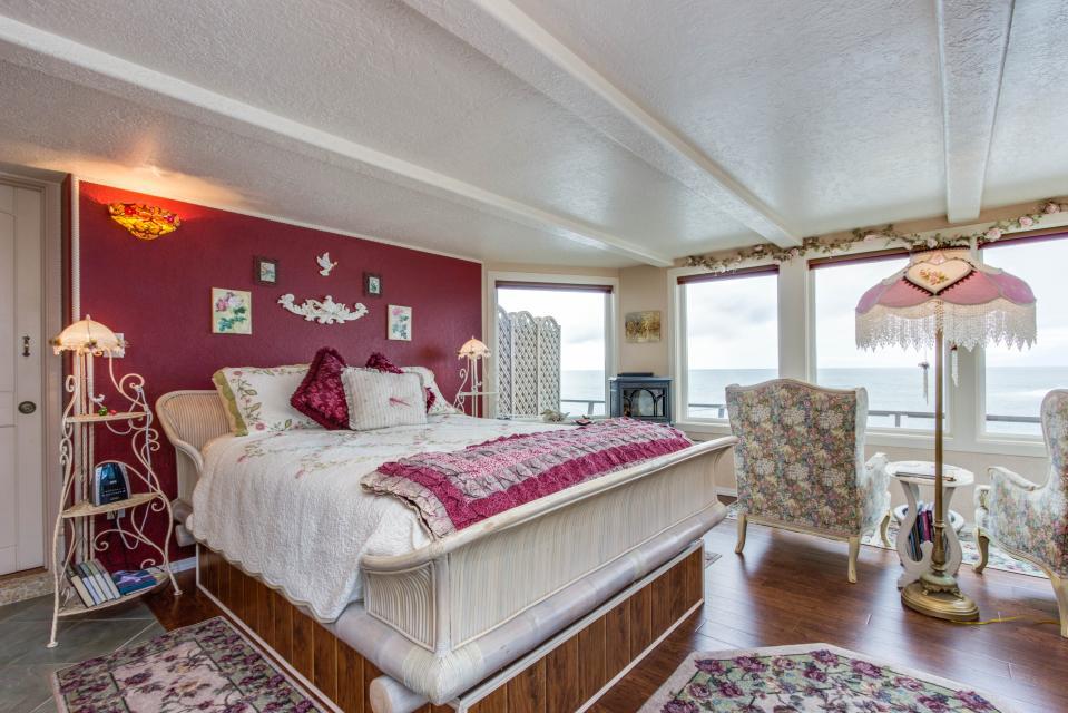 Ocean Garden and Sea Rose Suites - Depoe Bay Vacation Rental - Photo 16