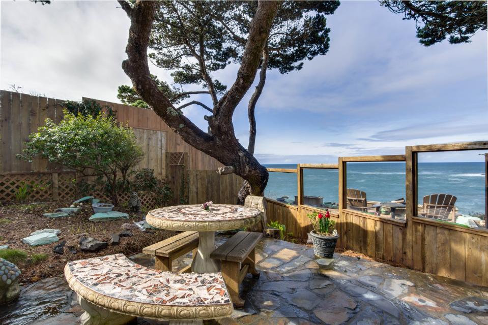 Ocean Garden and Sea Rose Suites - Depoe Bay Vacation Rental - Photo 34