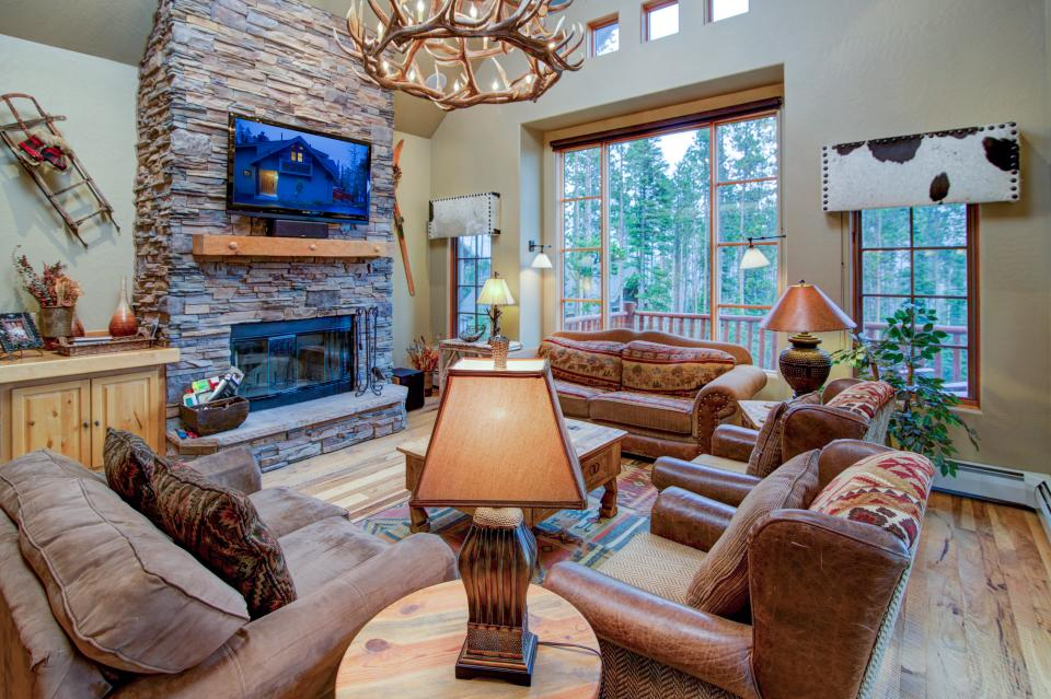 ... Moonlight Mountain Home 39   Big Sky Vacation Rental   Photo 3 ...