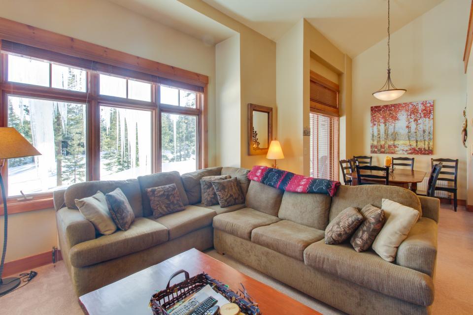Cabins 24 - Mammoth Lakes Vacation Rental - Photo 3