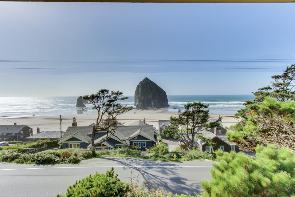 Haystack views vacation rental 4 bd vacation rental in for Beach house rentals cannon beach