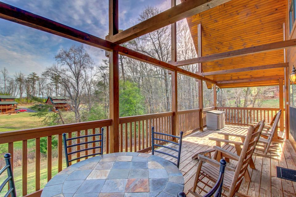 Fit For Kings - Sevierville Vacation Rental - Photo 11