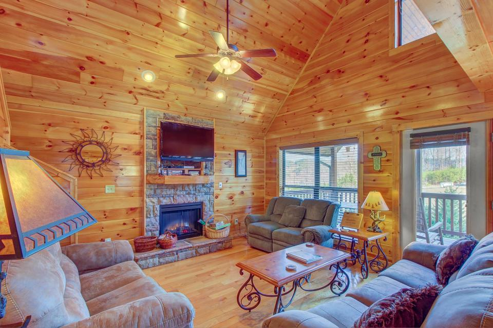 Fit For Kings - Sevierville Vacation Rental - Photo 3