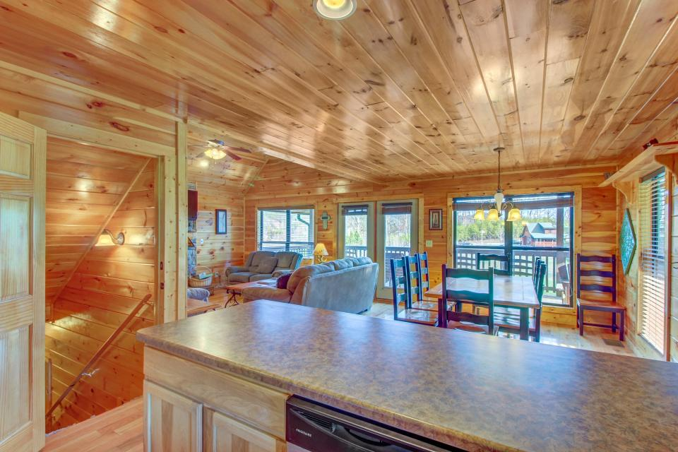 Fit For Kings - Sevierville Vacation Rental - Photo 6