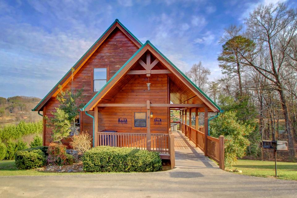 Fit For Kings - Sevierville Vacation Rental - Photo 1