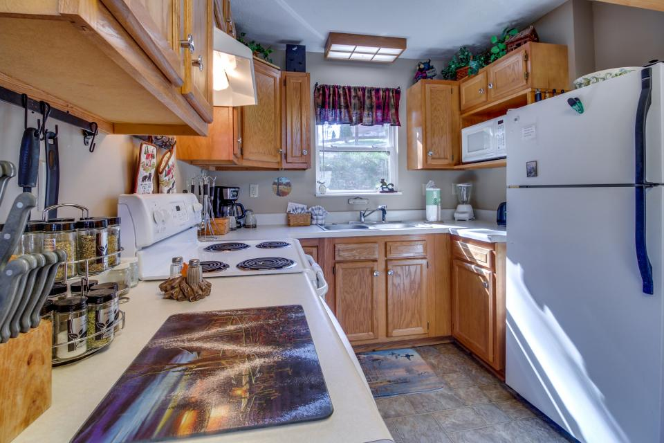 Mountain Breeze Cabin - Sevierville Vacation Rental - Photo 12