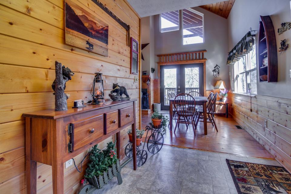 Mountain Breeze Cabin - Sevierville Vacation Rental - Photo 3