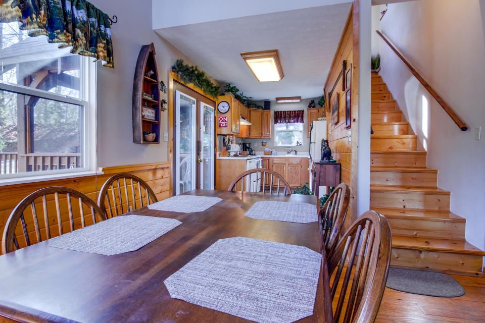Mountain Breeze Cabin - Sevierville Vacation Rental - Photo 8