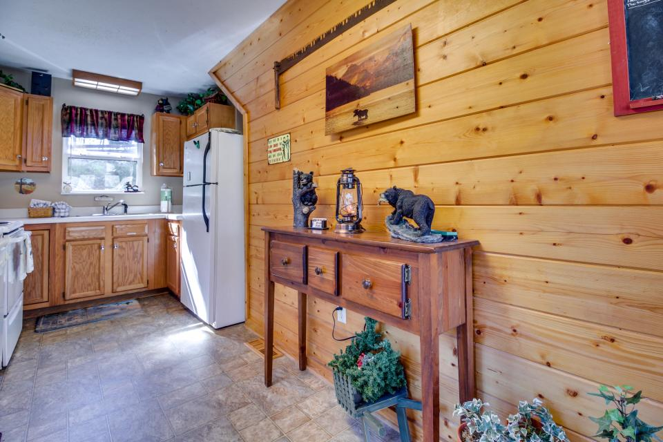 Mountain Breeze Cabin - Sevierville Vacation Rental - Photo 13