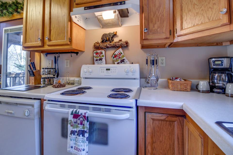 Mountain Breeze Cabin - Sevierville Vacation Rental - Photo 38