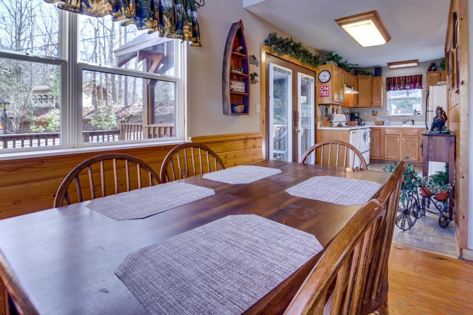 Mountain Breeze Cabin - Sevierville Vacation Rental - Photo 36