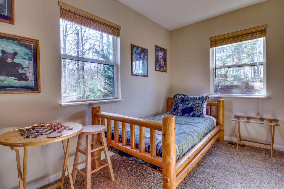 Mountain Breeze Cabin - Sevierville Vacation Rental - Photo 24