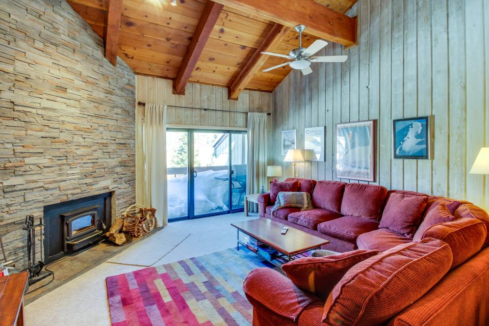 Cozy Courchevel Cottage - Mammoth Lakes Vacation Rental - Photo 1