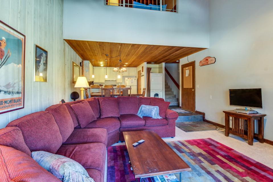 Cozy Courchevel Cottage - Mammoth Lakes Vacation Rental - Photo 4