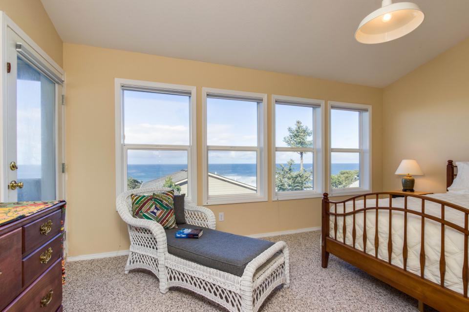 Oceanview Escape - Depoe Bay Vacation Rental - Photo 15