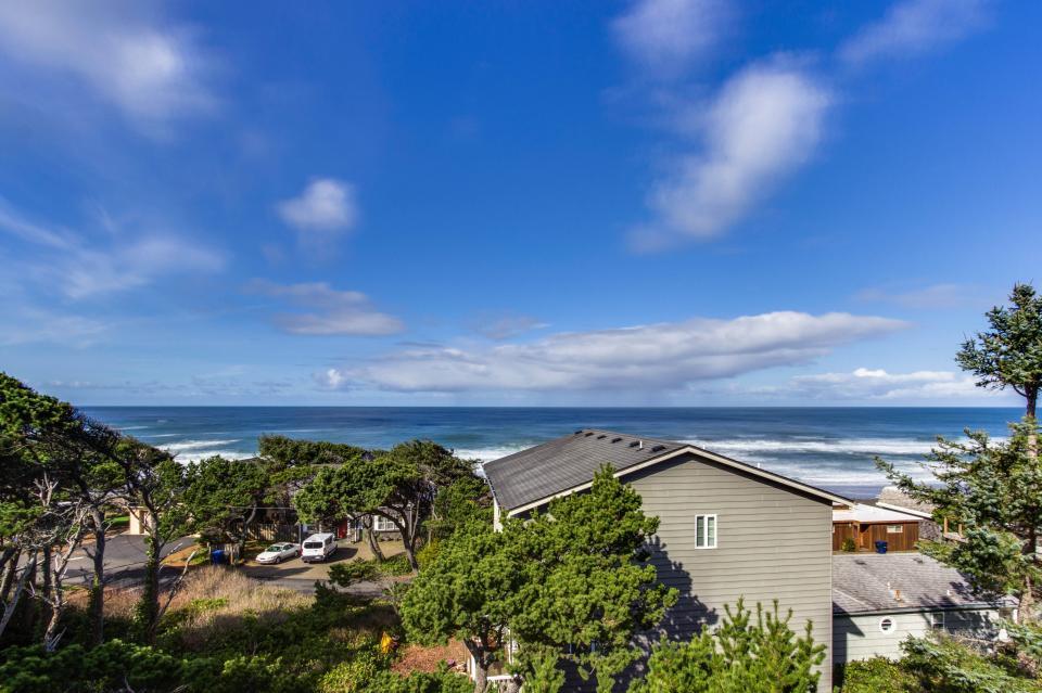 Oceanview Escape - Depoe Bay Vacation Rental - Photo 2