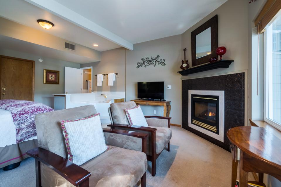 Fireplace Design all seasons fireplace : All Seasons River Inn Suite D | 1 BD Vacation Rental in ...