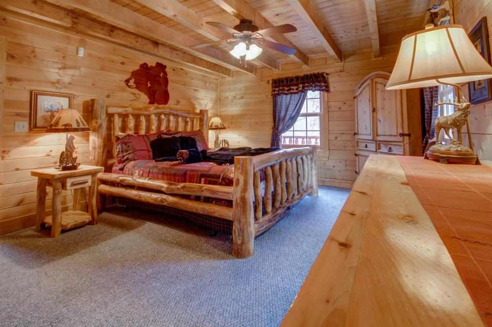 Mystic Falls Lodge - Sevierville Vacation Rental - Photo 11