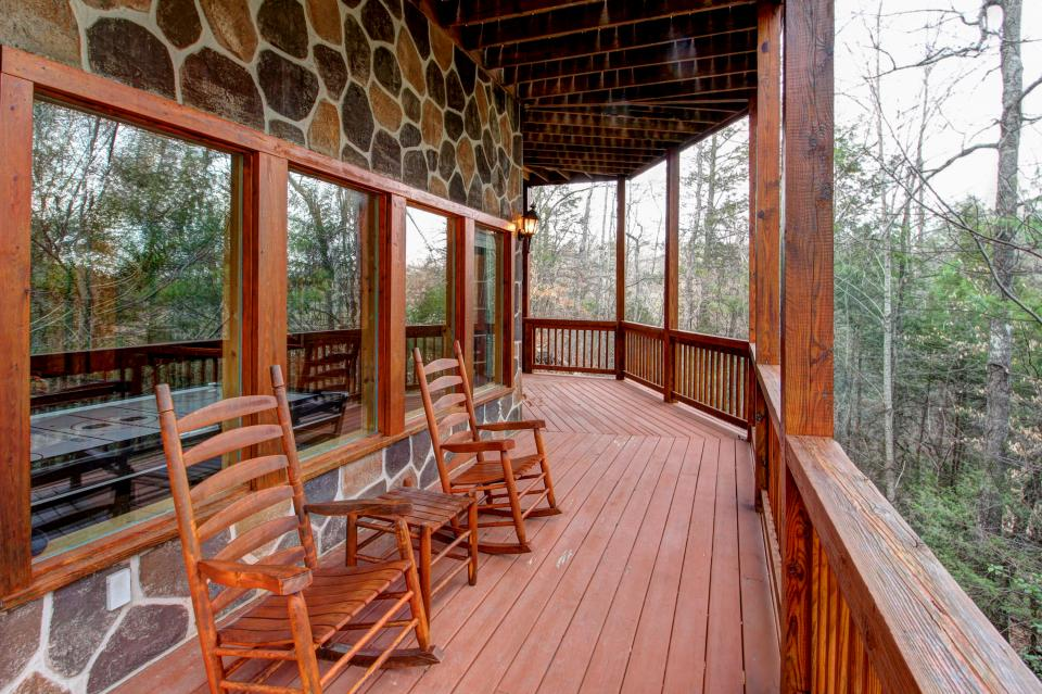 Mystic Falls Lodge - Sevierville Vacation Rental - Photo 28