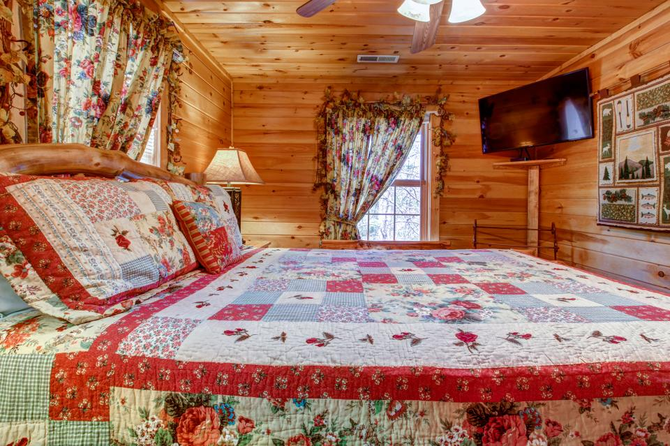 Mystic Falls Lodge - Sevierville Vacation Rental - Photo 51