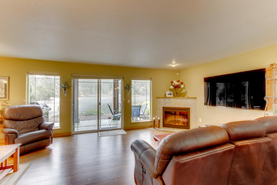 Ocean Beach Getaway on the Lake - Rockaway Beach Vacation Rental - Photo 24