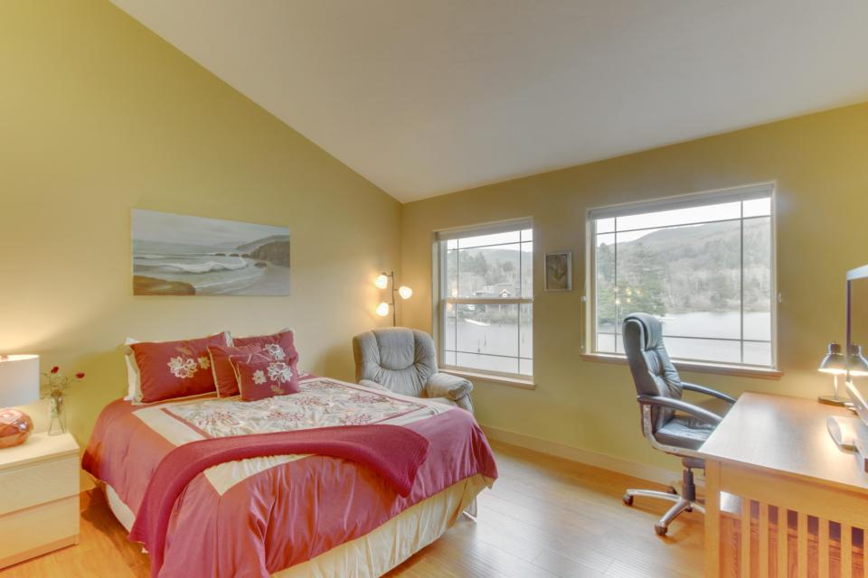 Ocean Beach Getaway on the Lake - Rockaway Beach Vacation Rental - Photo 6