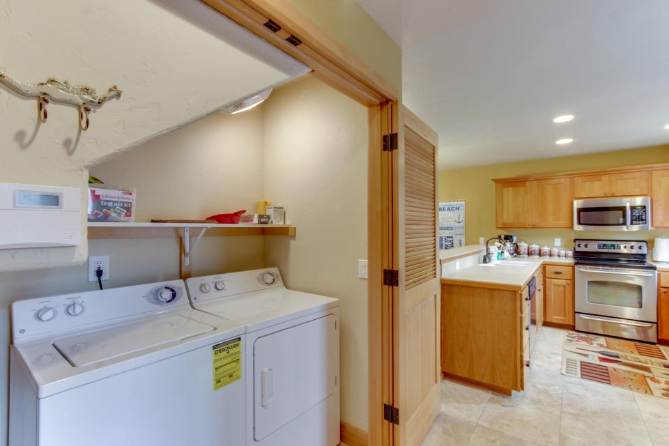 Ocean Beach Getaway on the Lake - Rockaway Beach Vacation Rental - Photo 21