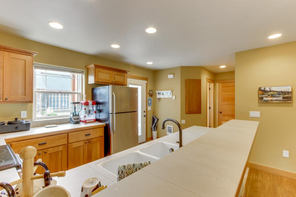 Ocean Beach Getaway on the Lake - Rockaway Beach Vacation Rental - Photo 11