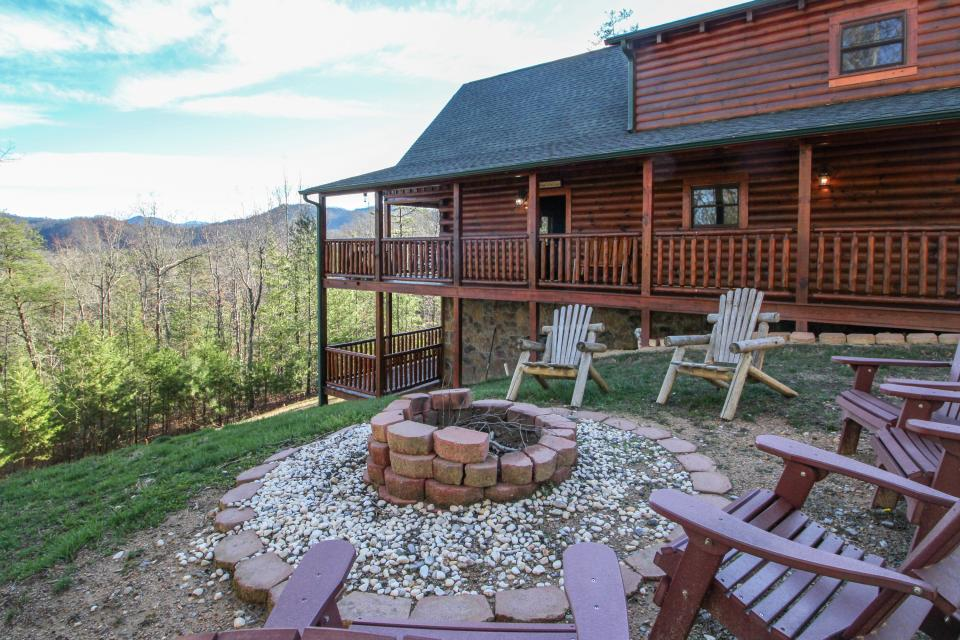 Touch of Elegance  - Sevierville Vacation Rental - Photo 3