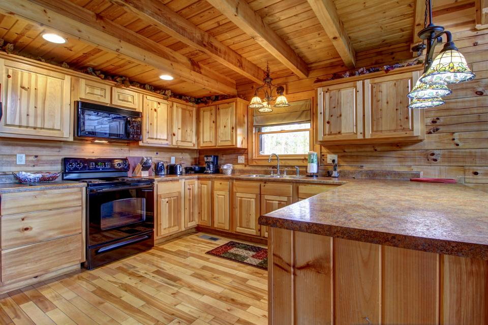 Touch of Elegance  - Sevierville Vacation Rental - Photo 12