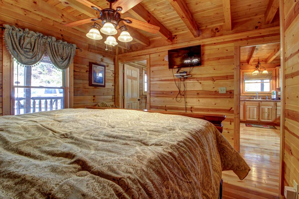Touch of Elegance  - Sevierville Vacation Rental - Photo 14