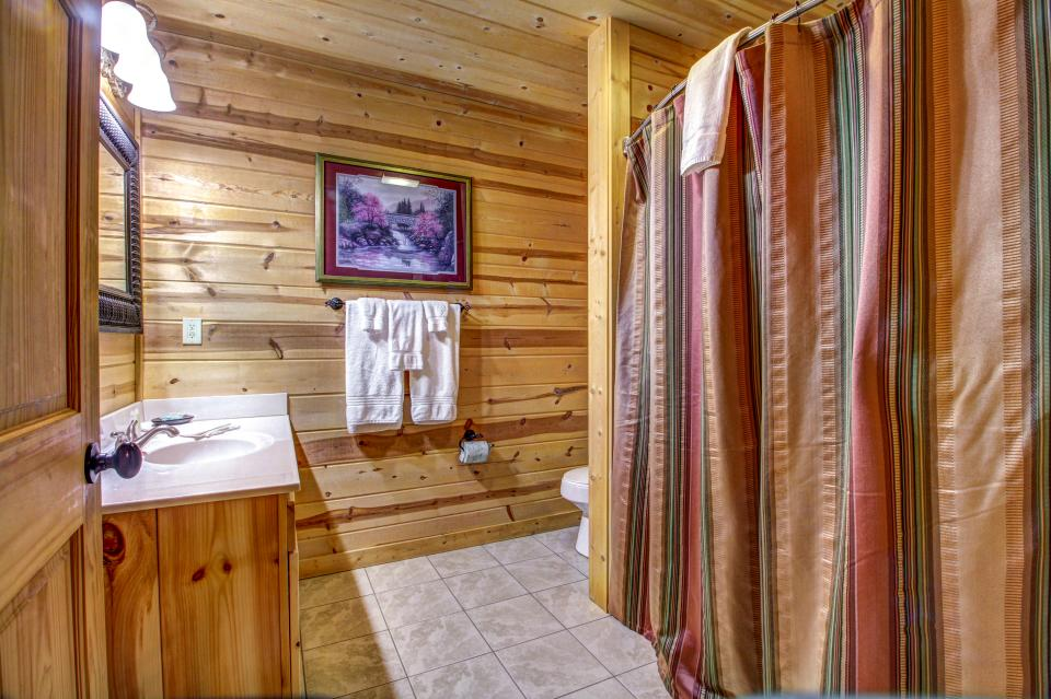 Touch of Elegance  - Sevierville Vacation Rental - Photo 21