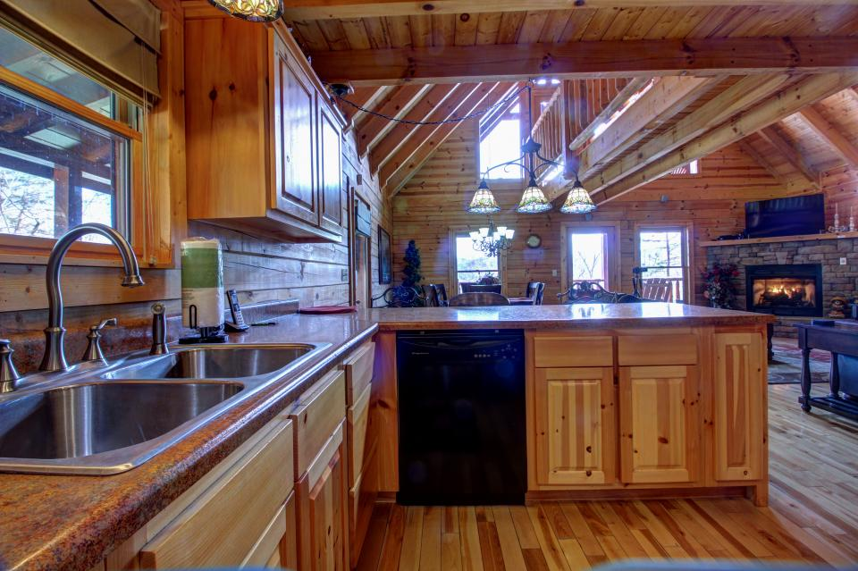 Touch of Elegance  - Sevierville Vacation Rental - Photo 37
