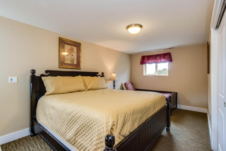 Crystal Rose Luxury Home - Lincoln City Vacation Rental - Photo 23